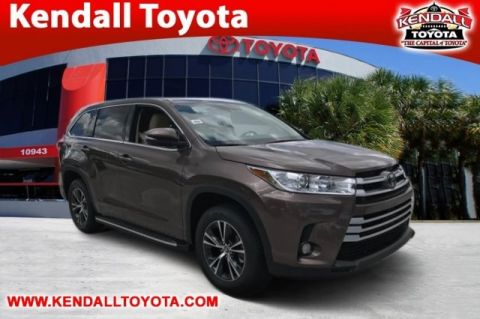 New 2017 Toyota Highlander LE Plus FWD 4D Sport Utility