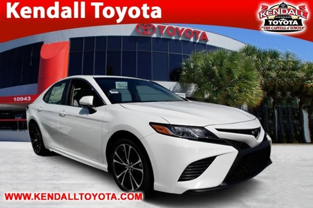 New 2018 Toyota Camry SE