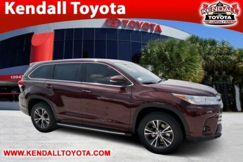 New 2018 Toyota Highlander LE Plus FWD 4D Sport Utility